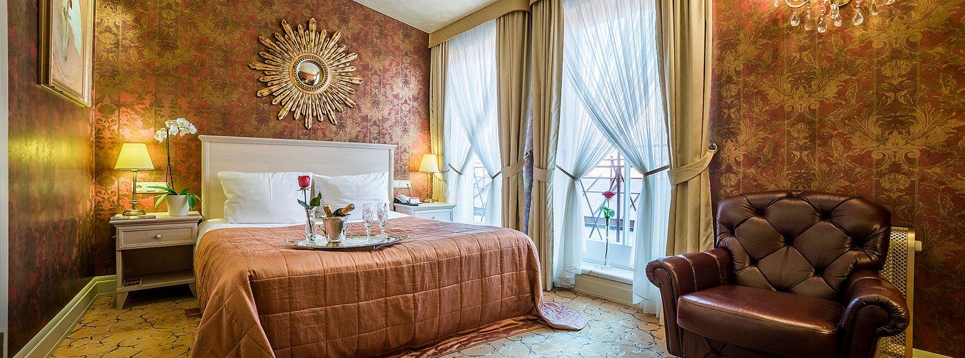 Imperial Hotel & Restaurant Comfort Room