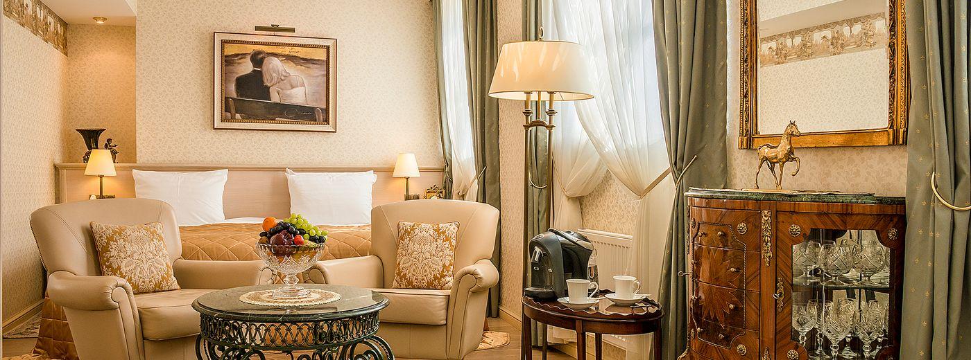 Imperial Hotel & Restaurant Junior Suite